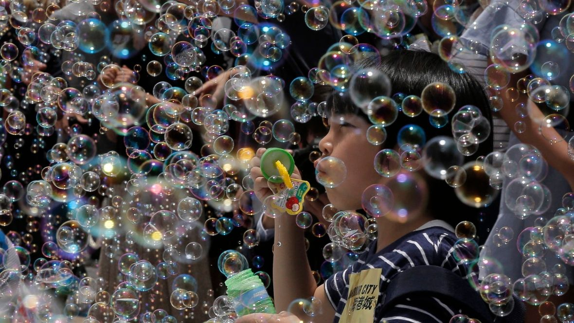 Millions Of Bubbles Spew Into Hong Kong For Art Exhibit Cbc News Art Exhibition Photos Of The Week Photo