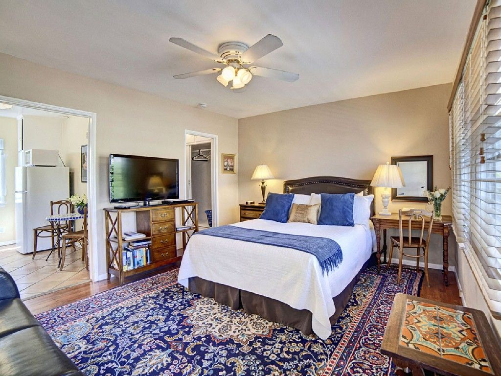 Studio vacation rental in Santa Monica from (With