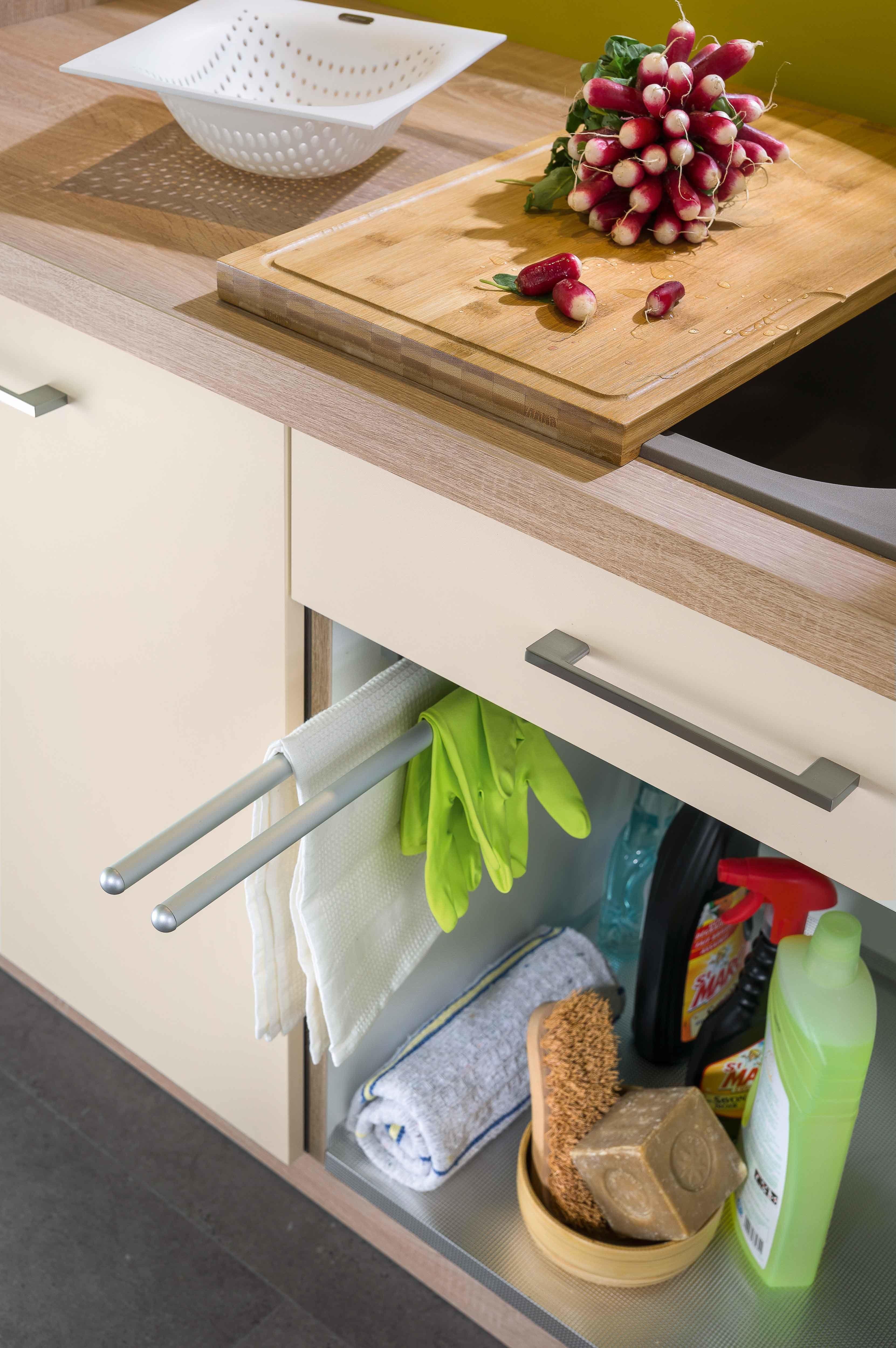 Accessoires Pour Cuisine Aménagée le porte-torchons intégré directement dans le meuble bas