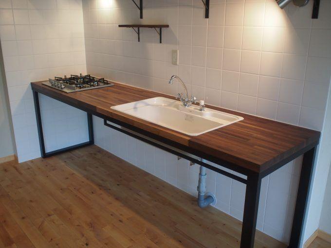 自宅のキッチンを 業務用キッチン のようなシンプルなイメージにリフォームしたいという方も多いと思います 私も中古マンションを購入してリフォームするにあたり 最初は 業務用キッチンを導入しようと思ってい Kitchen Design Small Loft Kitchen Industrial