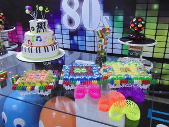 Pin by festejart produ o de cen rios festas e eventos on for Decoracion 80 90