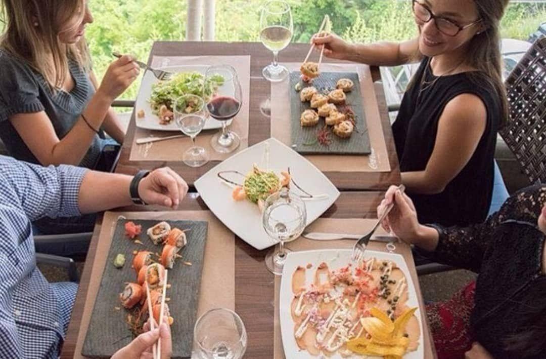 Siempre es un excelente momento para compartir en Oceánico. Ven y almuerza con nosotros 🍴🥂😎 . FELIZ DOMINGO 🤗 .
