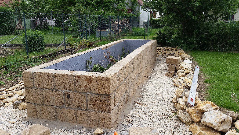 Hochbeet Aus Tuff Mauersteinen Selbst Bauen Natursteinblog Hochbeet Hochbeet Stein