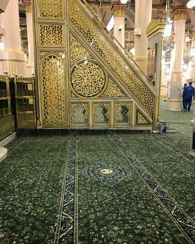 Reposted From Yusuf Artist فرش الروضة الشريفة تم توحيده مع فرش المسجد النبوي Regrann Masjid Outdoor Decor Islamic Art Calligraphy