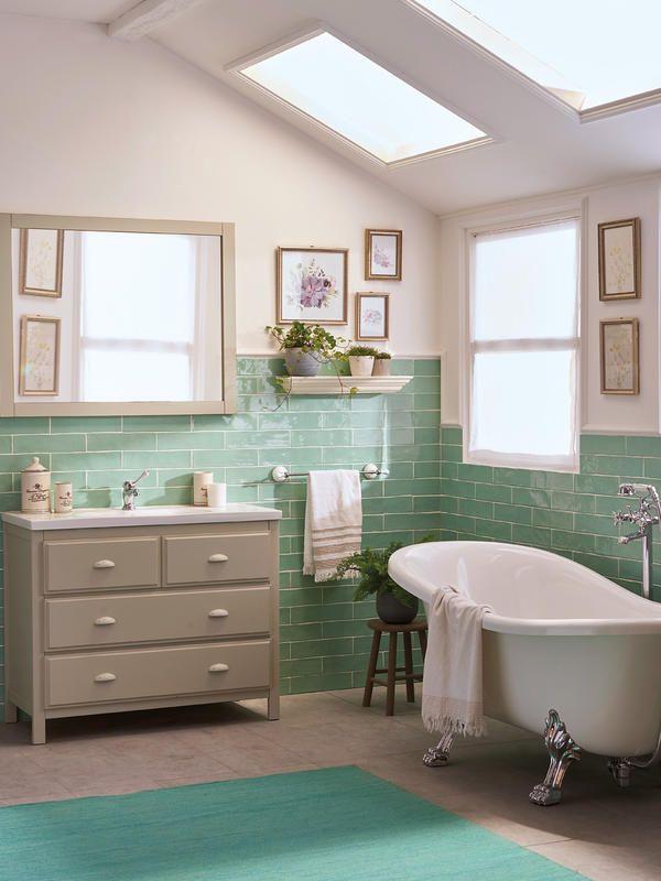 ¿Cómo decorar un baño en verde, blanco y madera? Baños