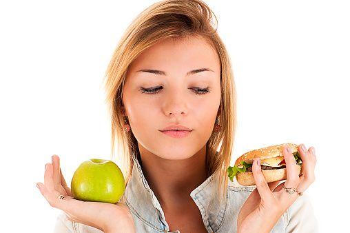 ダイエットをしているなら食欲を抑える方法を知っておきたいですよね。まずは食欲が起きるメカニズムを知ることで、そこから食欲を抑えるテクニックも自ずと導けます。しかも、難しそうに見えて実は簡単なことばかり…。そんなダイエッターが学びたいうれしいテクを学びましょう!