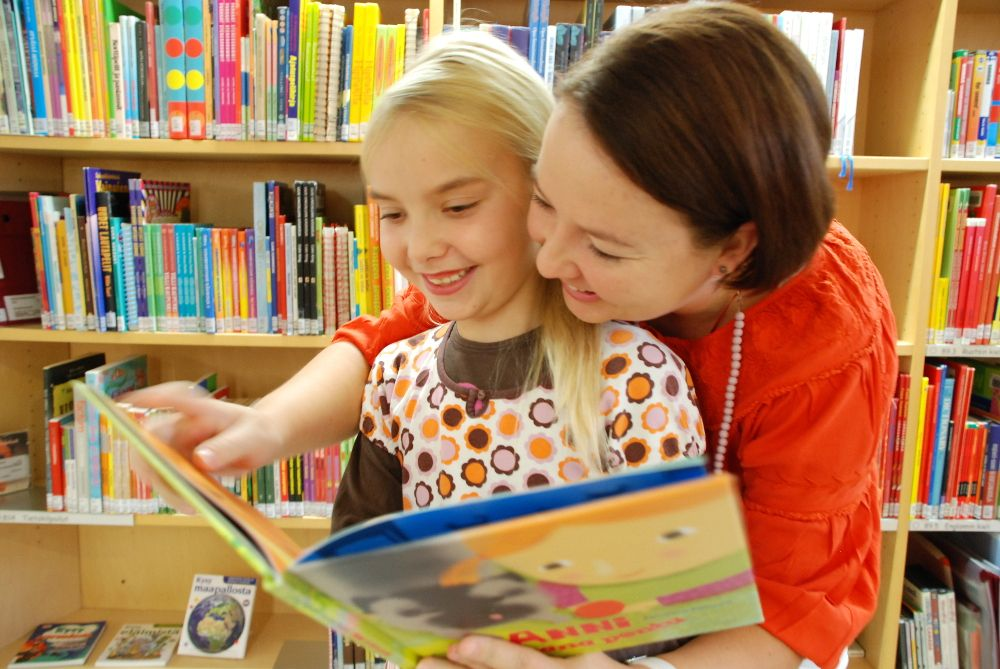 Lukusilta. Tietoa ja tukea lukutaidon oppimiseksi koteihin.