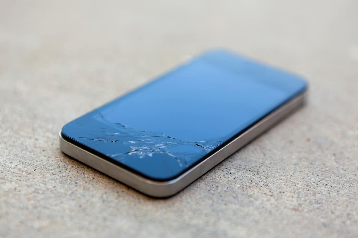 5 Great Reasons To Get Your Cracked Screen Fixed Iphone Iphone Insurance Screen Repair