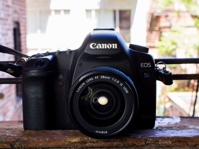 Chris Gampat The Phoblographer Canon 28mm F2 8 Is Review Images Product Shot Front 1 Of 1 Iso 4001 30 Sec At F 8 0 Canon Canon Ef Reviews