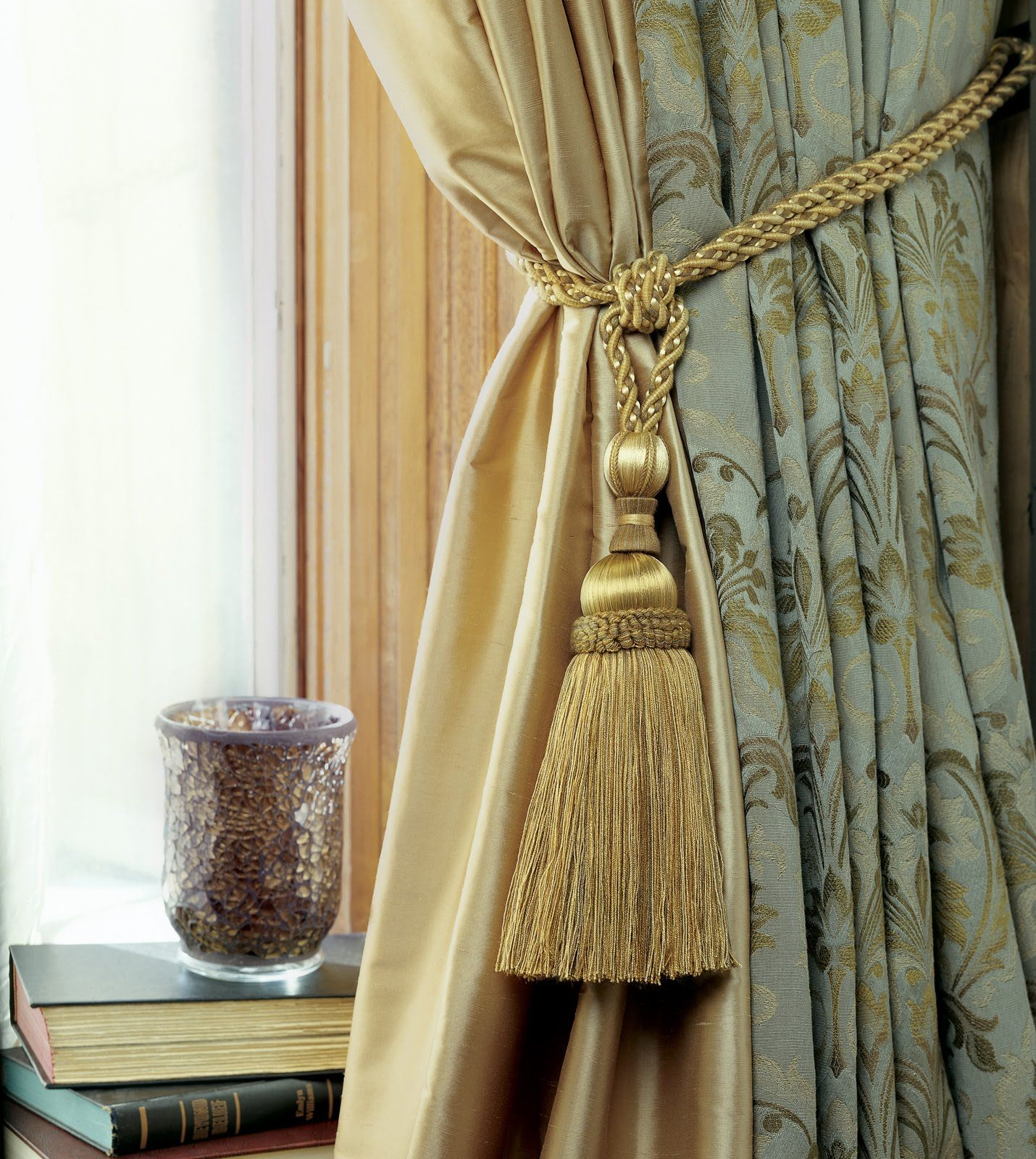 How To Tie A Curtain Tieback Having Tassels Podhvaty Dlya