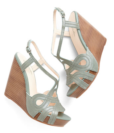 love these dark #mint wedges http://rstyle.me/n/htyner9te