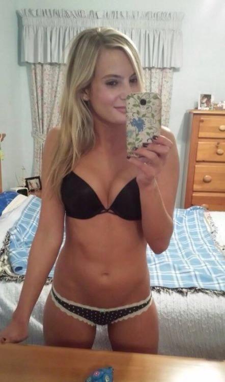 Sexy girl sucking small dick