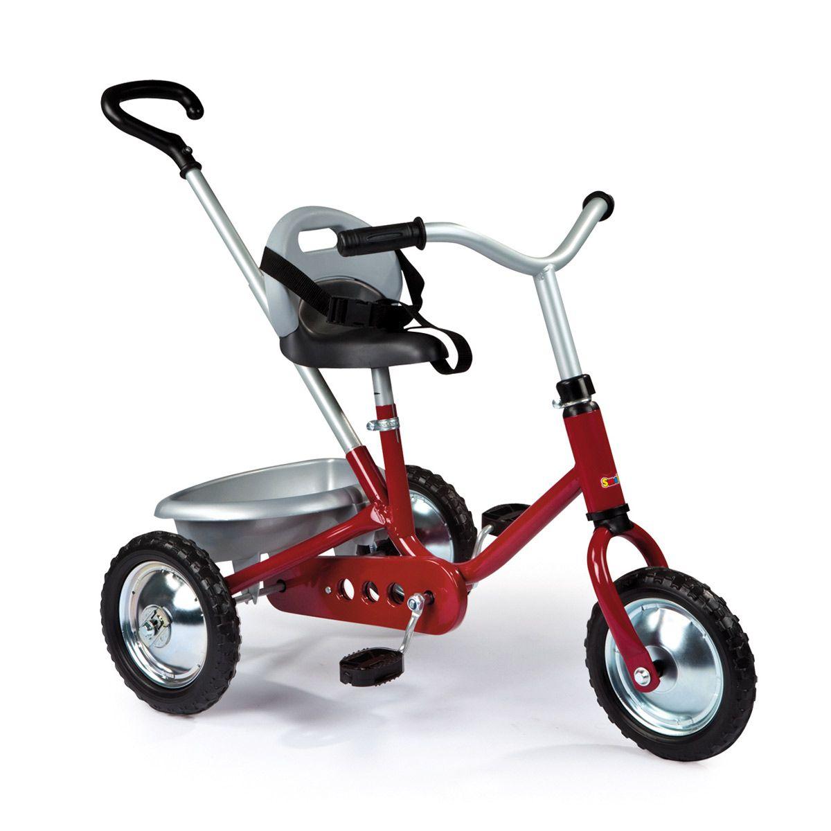 """Voici un tricycle solide et stable : les armatures sont en métal et les roues bien espacées pour une meilleure stabilité. Un premier tricycle qui a fait ses preuves et qui propose une multitude de détails bien pensés : position des pédales, harnais 3 points, poignée intégrée au dossier, roues crantées """"tout-terrain"""", système de roues libres et canne parentale."""