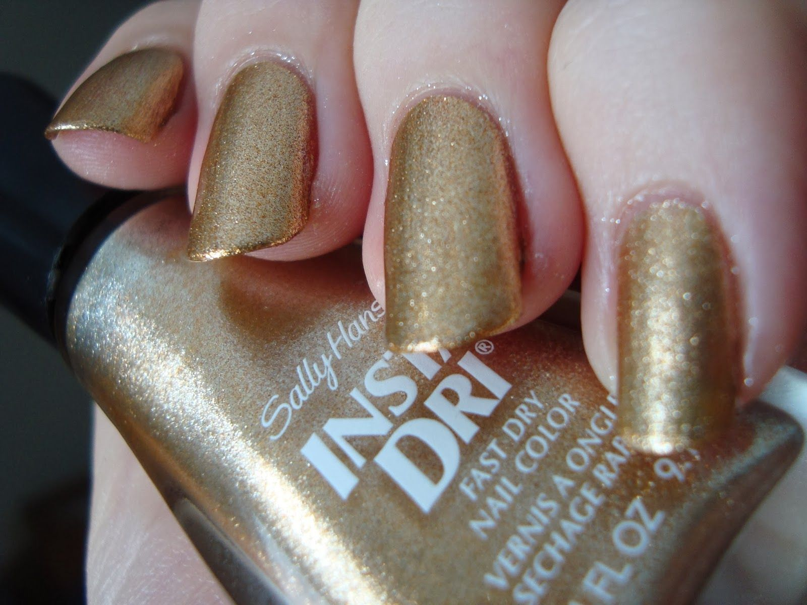Sally Hansen Go For Gold Nice Metalic Color Shinier Than In This Pic Dries Fast But No So You Can T Do A Decent Job Of Putting It On