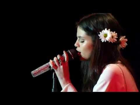 "Selena Gomez sings ""A year without rain"" Acoustic Version @ Best Buy Theater NYC - YouTube"