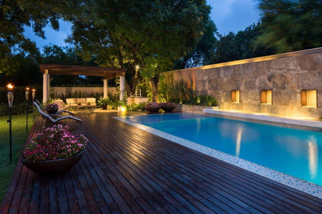 San patricio piscinas modernas de rousseau arquitectos - Casas modernas con piscina ...