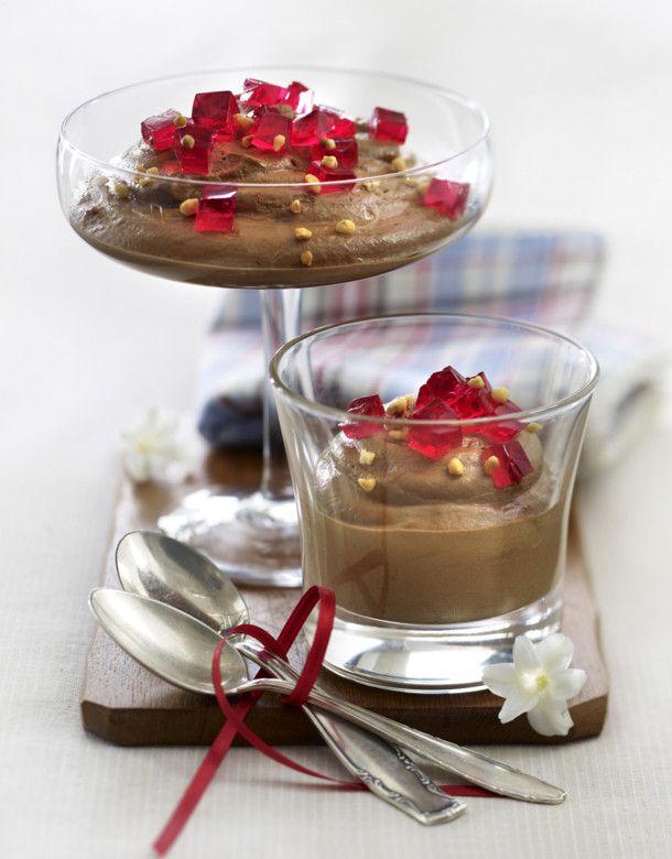 Unser beliebtes Rezept für Schokoladen-Nougat-Mousse mit Götterspeise-Würfeln und mehr als 55.000 weitere kostenlose Rezepte auf LECKER.de.
