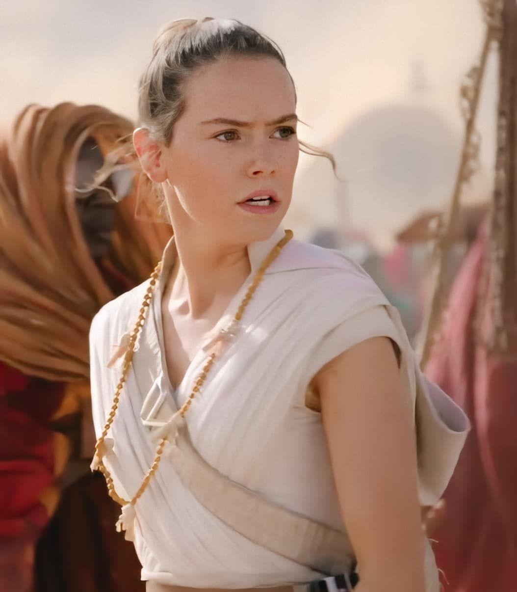 Pin By Chloe Cosplay On Rey Tros In 2020 Rey Star Wars Daisy Ridley Star Wars Star Wars Costumes