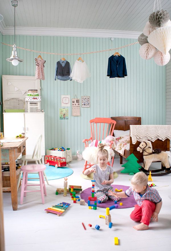 Herkullinen mintunvihreä seinä ja värimaailma ylipäätään :).
