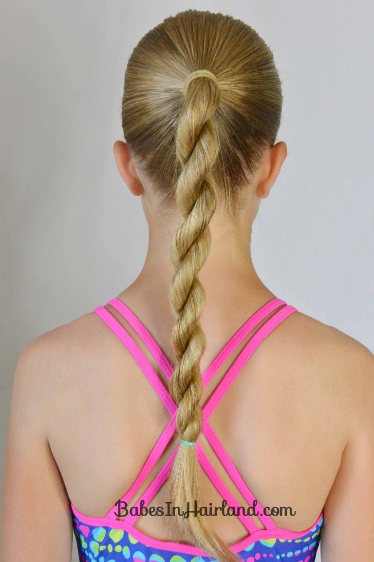 10+ No Fuss Hairstyles for Summer or the Pool