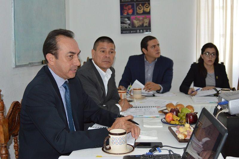 La sinergia con gobierno federal es fundamental para el progreso de Michoacán, señaló el titular de la Sedeco, Antonio Soto, quien informó que actualmente se elabora un catálogofotográficodeartesanías por parte ...