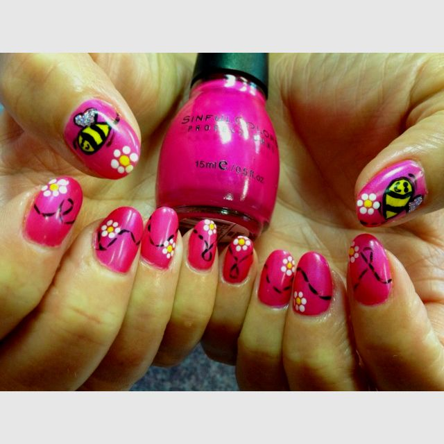 Jackie Shows Off Her Buzzing Bumble Bees Nails By Jeannie The Nail Station Glen Burnie Md Check Out Our Facebook Animal Nails Bee Nails Bumble Bee Nails