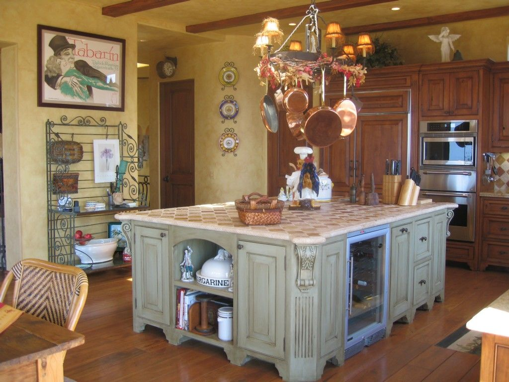 Traditional Kitchen Style With Gold Chandelier Home Decor