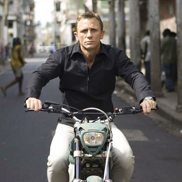 Quantum of Solace – Bond's Polo and Cream Jeans in Haiti