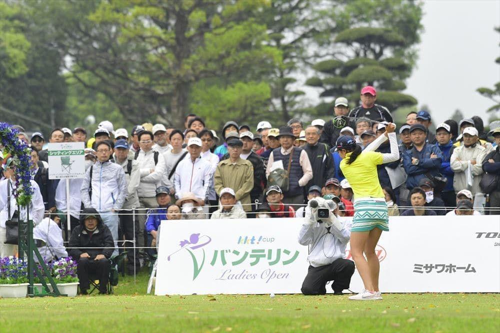 ボード「Ladies golf」のピン