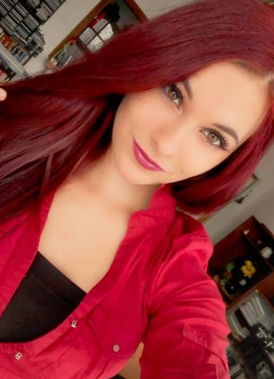 52 Perfect Hairstyles And Hair Color For Hazel Eyes We All Love Be Trendsetter Hair Color Burgundy Pretty Red Hair Red Hair Warm Skin Tone