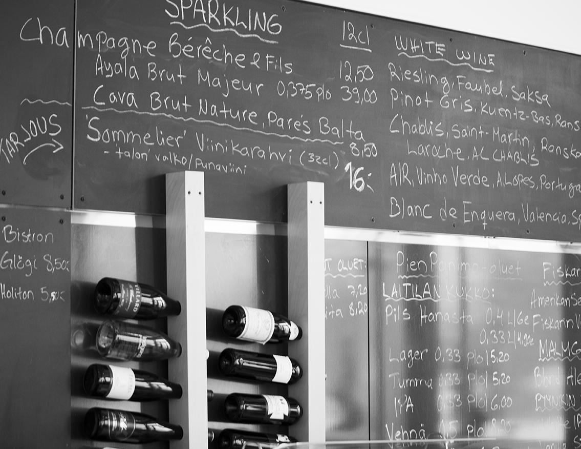 Bistro o mat tarjoaa huolellisesti valmistettua nykyaikaista ruokaa pohjoismaisen ja ranskalaisen keittiön perinteisiä valmistustapoja kunnioittaen.
