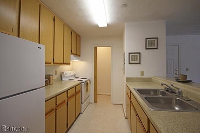 Riverlands Apartments 45 Riverlands Drive Newport News Va 23605 Rent Com With Images Apartment