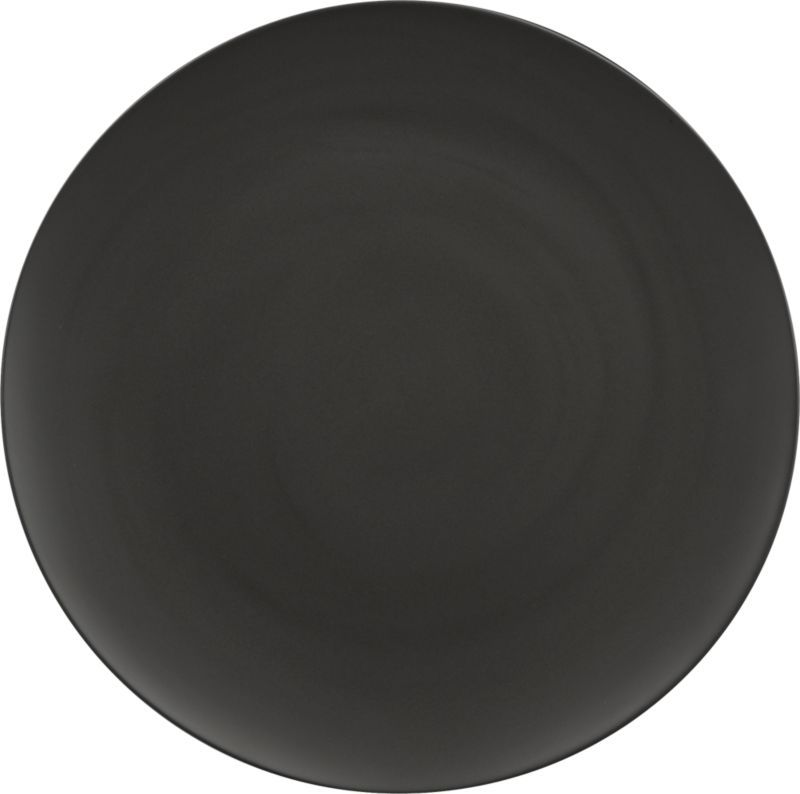 Black Out Dramatic Round Plates Up A Bold Presentation