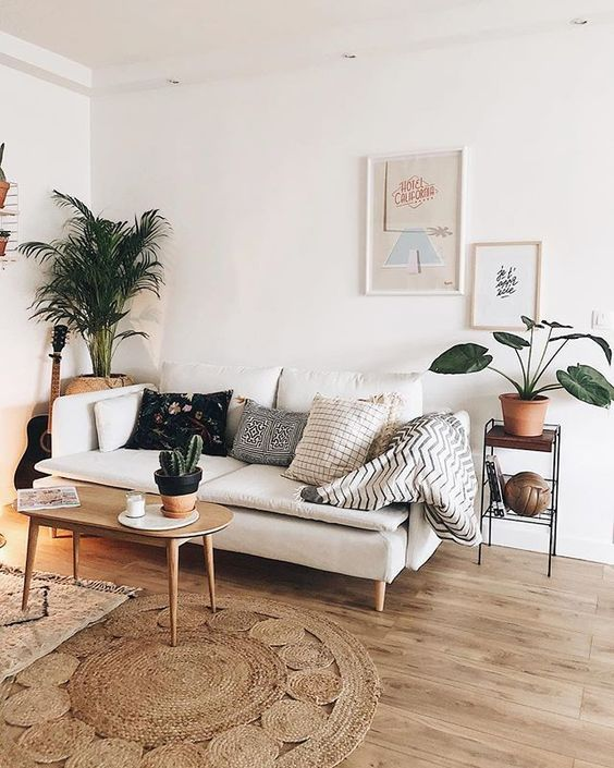 Scandinavian Living Rooms Modern White Living Room With White Sofa And Green Plants Minimalist Living Room Minimalist Home Decor Living Room Designs