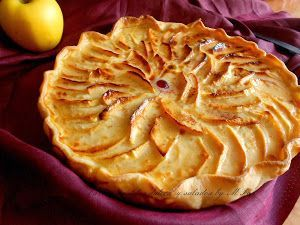 Hay que probar la deliciosa tarta de manzana que nos muestran cómo hacer en el blog Tartas pasteles dulces y salados by MPop. ¿Sabes que lleva leche también leche condensada?