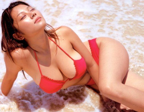 Six Ways To Sunday Incredible Cleavage Pinterest