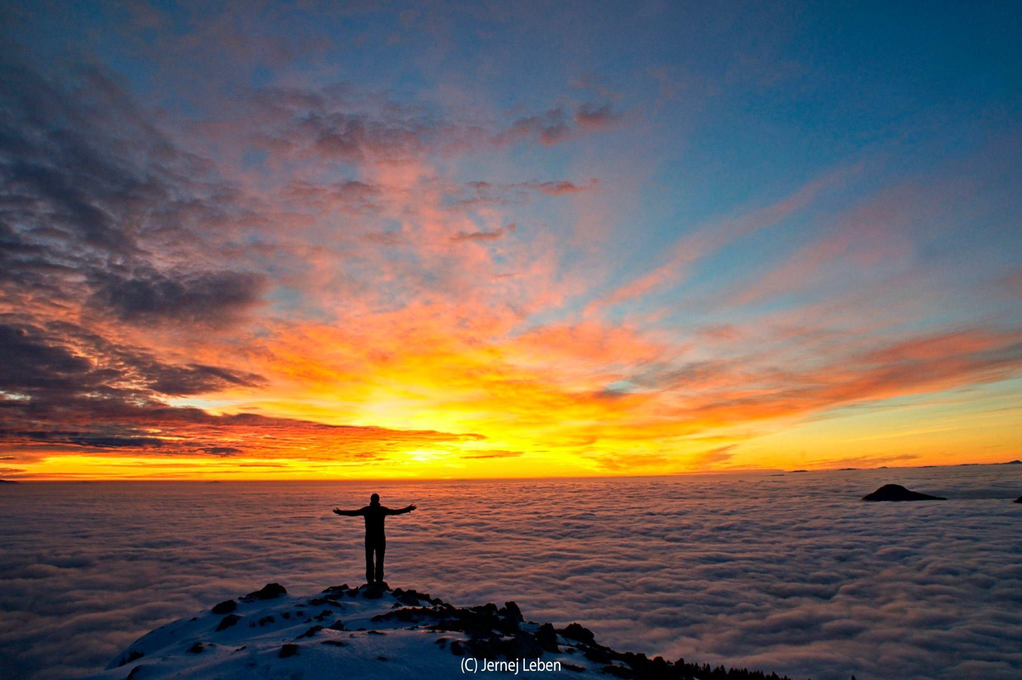 Pravljičen sončni vzhod na Kosmatem vrhu.  Fotografija: Jernej Leben  #ocistimogore