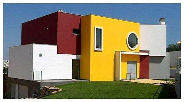 Fachada En Rojo Blanco Y Amarillo Colores Para Pintar Casas Pinturas De Casas Pintar Fachadas De Casas