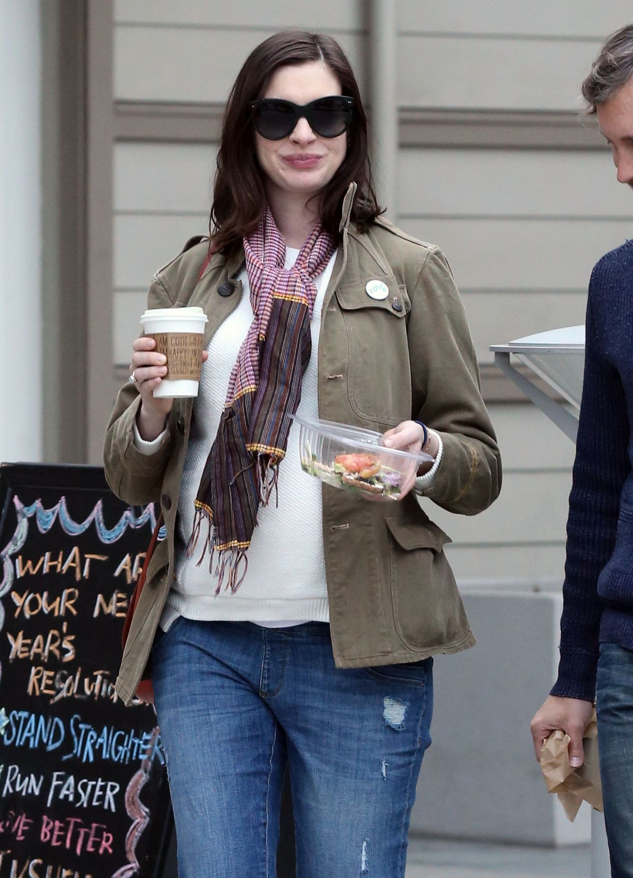 Anne Hathaway Street Style - at a Park in Los Angeles ece16e94e3
