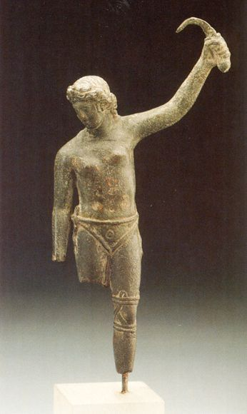 Female gladiator in a victory pose. This 2000-year-old bronze figure is only the second known of a female gladiator. Click through.