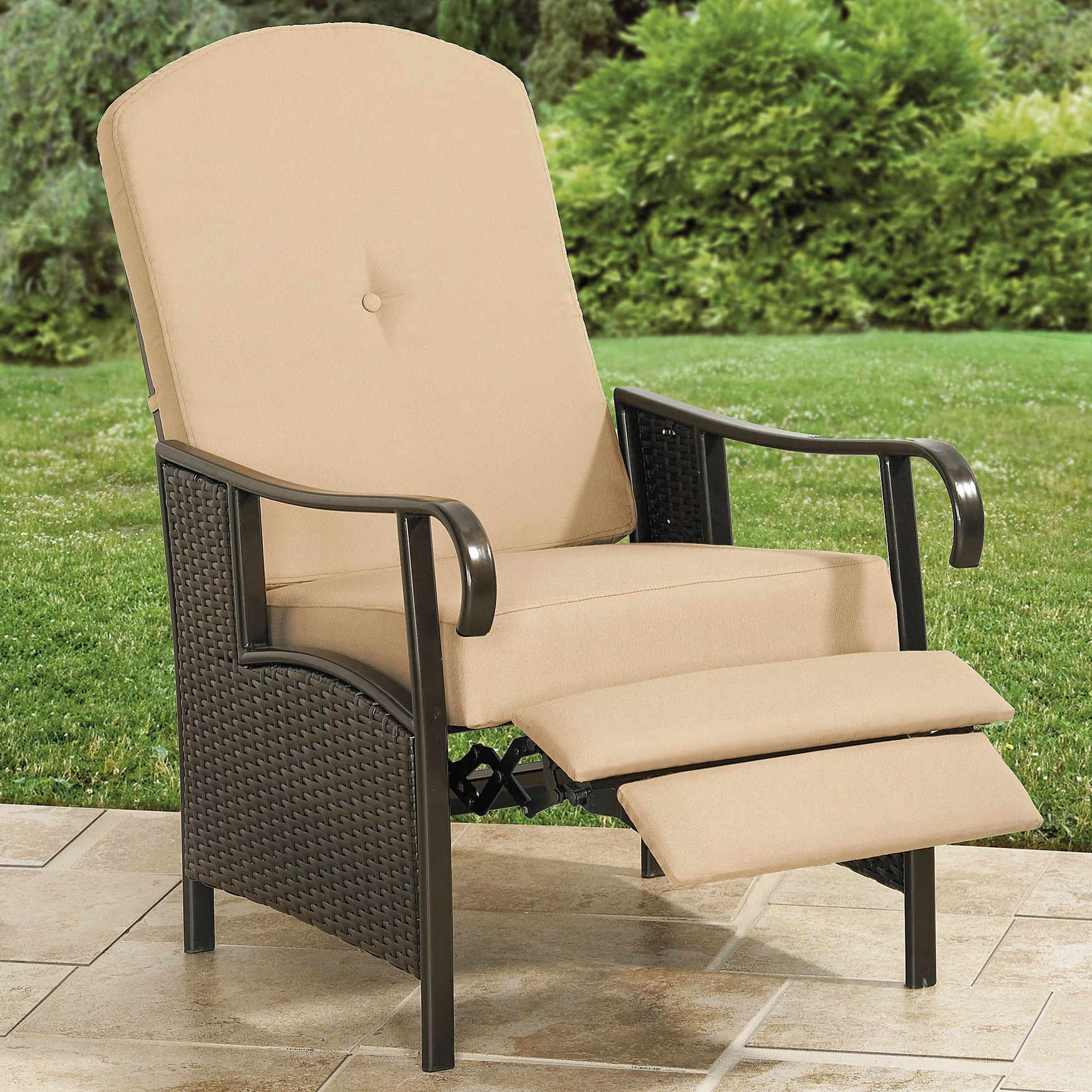 Resin Wicker Outdoor Recliner With Cushion