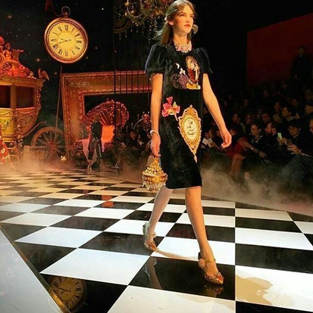 Dolce&Gabbana Fall-Winter 2016-17 #DGFabulousFantasy Women's Fashion Show. Off the Catwalk Baroque Style with Velvet Dressed, Colorful Patterns and Glamour Accessories. More insights on @dolcegabbana and #dgfw17. Also follow @voguerunway and #MFW.