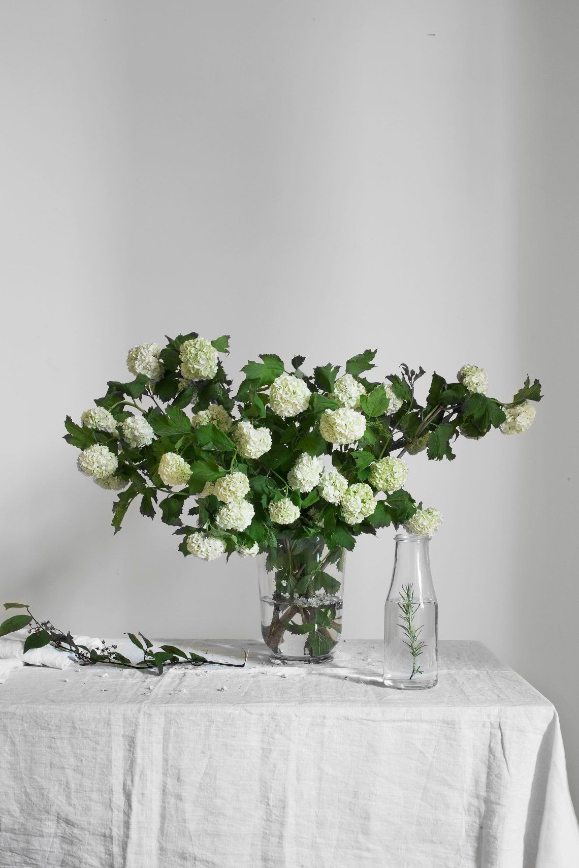 Simple wedding stage decoration at home  Simple home staging  via cocolapinedesign  green  Pinterest