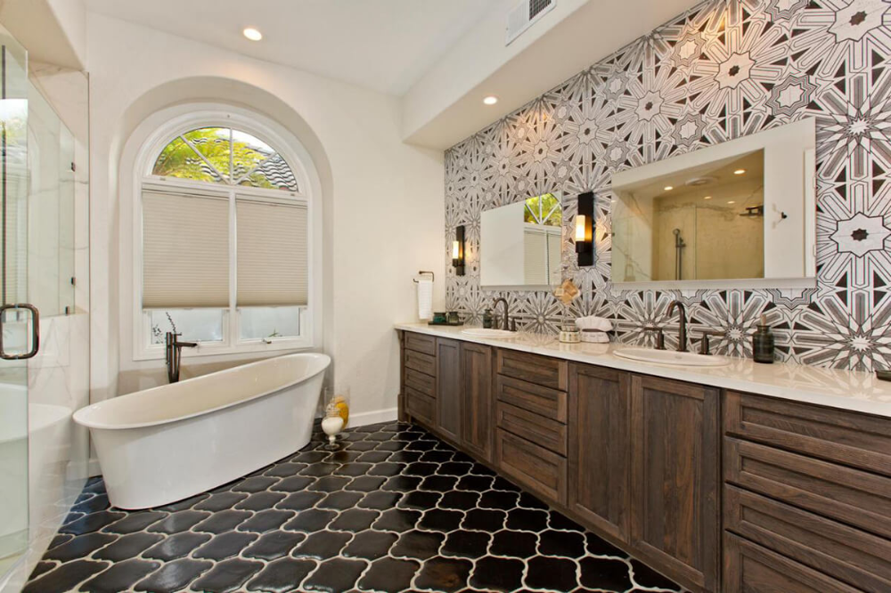 32 Rustic To Ultra Modern Master Bathroom Ideas To Inspire Your Next Renovation In 2020 Modern Master Bathroom Bathroom Design Layout Modern Luxury Bathroom