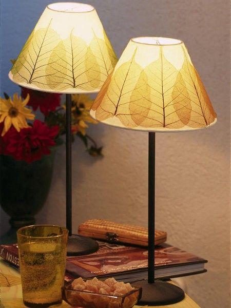 Ein tolles DIY Projekt für den Herbst. #Lampenschirm #Blätter #Herbst #Dekoration #Deko >> herbstdeko-1