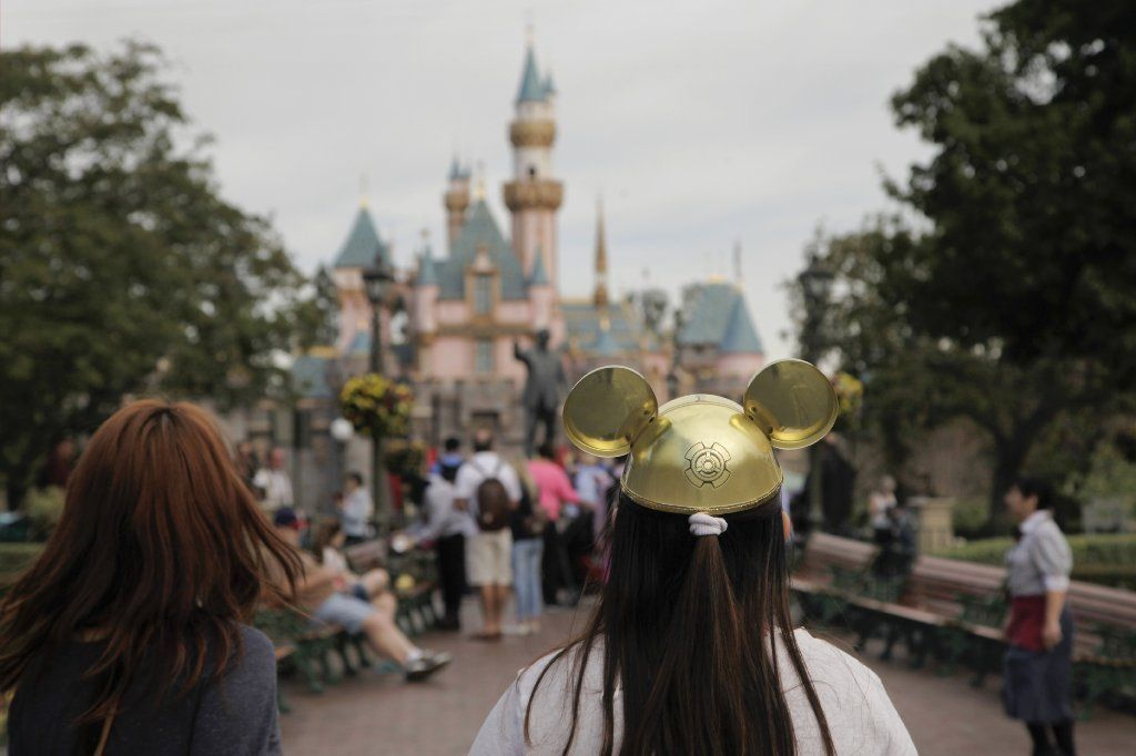 Although epidemiologists have not yet identified the person who brought measles to Disneyland, a new analysis shows that the highly contagious disease has spread to seven states and two other countries thanks to parents who declined to vaccinate their children.