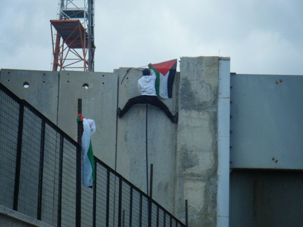 PHOTO: Courage wins over Israeli oppression.  #LondonSaysNO2Livni @JNFuk