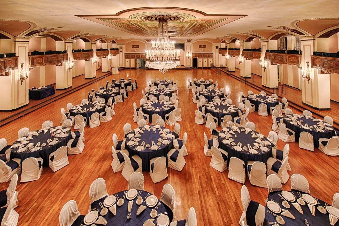 Crystal Ballroom: The Detroit Masonic Temple | Weddings