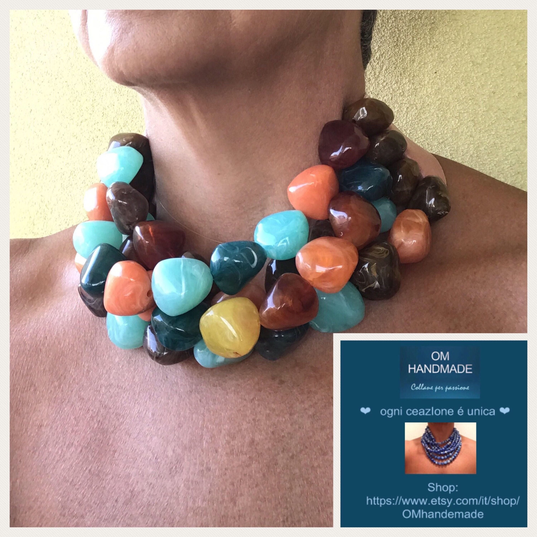 disponibilità nel Regno Unito 46109 14c15 Collana girocollo, collana maxi, sassi colorati in resina ...
