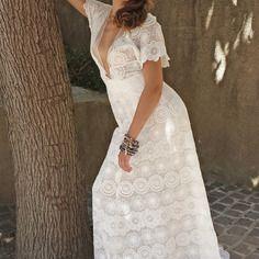 Robe de mariée bohême en dentelle blanche en mousseline de soie.